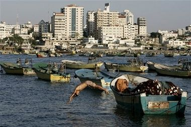 Port of Gaza has been closed off for 42 years - A Palestinian youth dives into the sea from a fishing boat