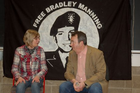 Gerry Conlon with Chelsea Manning's mum Susan at Trinity College