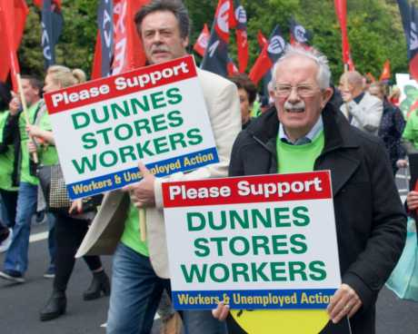 dunnes_workers_march_pic5_june06_2015.jpg