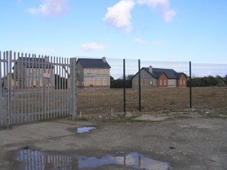 fencedoff_ghostestate_bridgetown_co_wexford_apr2012.jpg